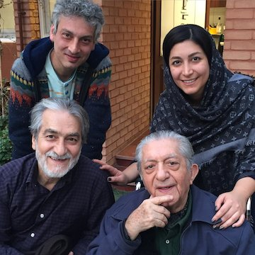 تصویر عزت الله انتظامیپسر و نوه اش در کنار هم عکس