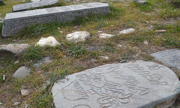 قبرستان تاريخی کنگ در شهرستان بینالود