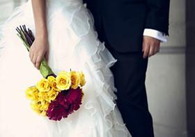جنجالی شدن لباس عروس با 3 کیلومتر دنباله و 250 ساقدوش! عکس