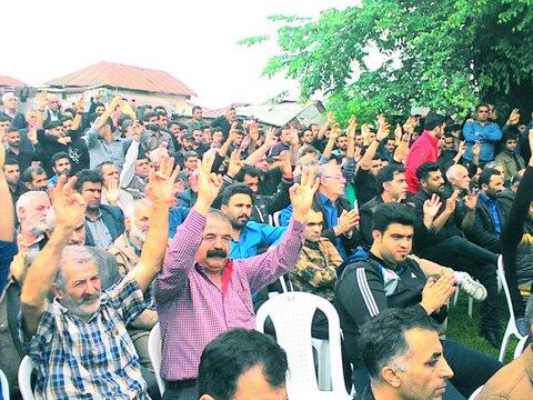 نشان دادن شماره 33 توسط حضار مراسم اولادی