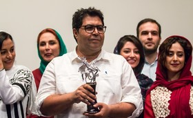 مراسم تجلیل از فرهاد اصلانی بهترین بازیگر مرد در جشنواره بین المللی فیلم مسکو