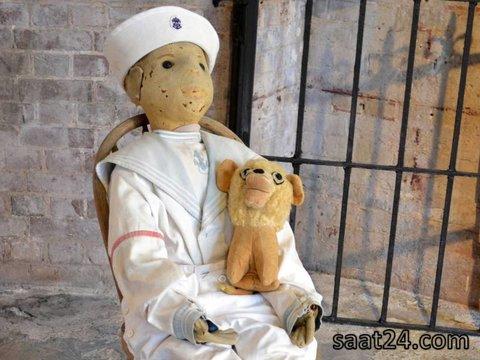 عکس عروسک انابل در موزه