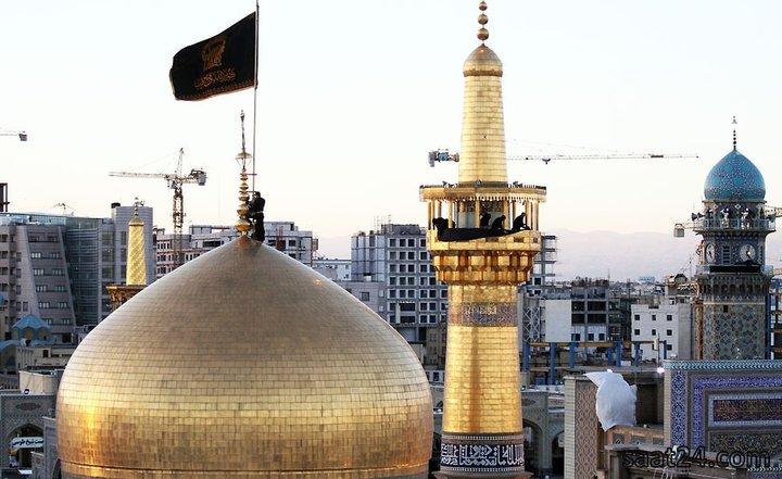 تعویض پرچم گنبد رضوی و سیاه پوش شدن حرم امام رضا(ع) در شب اول ماه محرم