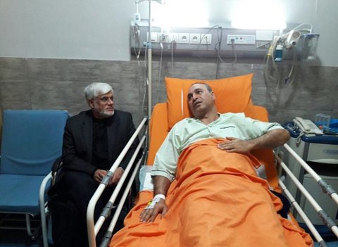 عیادت عارف از حمید فرخنژاد در بیمارستان+عکس