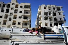 خانواده هایی که برای بررسی باقیمانده خانه هایشان به حلب آمده اند