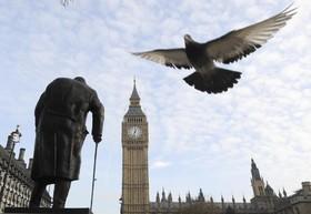 نمایی از میدن پارلمان انگلیس در لندن در نخستین روزی که دولت ترزامی باید مراحل جدایی از اتحادیه اروپا را آغاز کند
