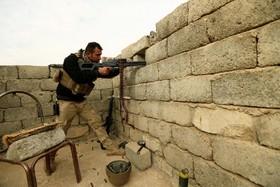 یک نیروی نظامی عراقی در حال نبرد با داعش