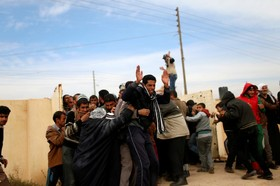 درگیری و تیراندازی هنگام توزیع مواد غذایی میان آوارگان عراقی در اطراف موصل