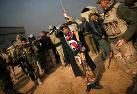 میعاد الجبوری زن شبه نظامی که همراه نیروهای عراقی با داعش می جنگد
