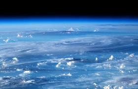 تصویری از ابرهای درهم پیچیده که از ایستگاه فضایی بین المللی گرفته شده است