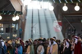 اعضای گروه کر مراسم خیره مذهبی آخرسال در آلمان