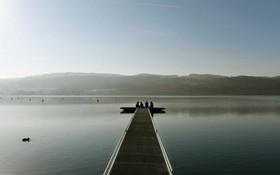 یک روز آفتابی دریاچه گریفنس در سوئیس