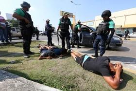 درگیری پلیس با تظاهرکنندگان معترض به افزایش قیمت بنزین در مکزیک