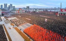 مراسم رژه سال نو در میدان کیم ال سونگ در کره شمالی