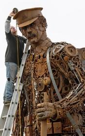 مجسمه ای به بادبود جنگ دوم جهانی توسط کریس هنان