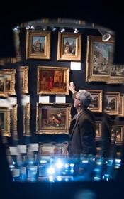 یک نمایشگاه فروش نقاشی در انگلیس