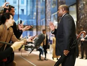 مدیرعامل لاکهیدمارتین بزرگترین سازنده تجهیزات نظامی و صنعتی در آمریکا پس از دیدار با دونالد ترامپ رئیس جمهوری منتخب آمریکا با خبرنگاران گفتگو می کند
