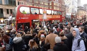 صف اتوبوس در لندن انگلیس