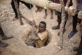 یک کارگر معدن در ساکارا در ماداسکار