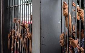 خانواده زندانیانی که در شورش زندان ماناس در برزیل کشته شده اند در انتظار پاسخ مسئولان زندان