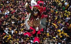 مراسم مذهبی کاتولیک ها در مانیل فیلیپین