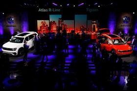 نمایشگاه خودرو دیترویت:دو مدل 2018 فولکس اطلس چپ و تیگوانا راست