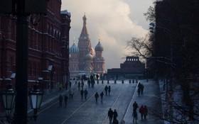 سرمای بیست و یک درجه نمایی از  میدان سرخ و مقبره لنین و کلیسای سنت بازیل در سرمای بیست و یک درجه زیر صفر