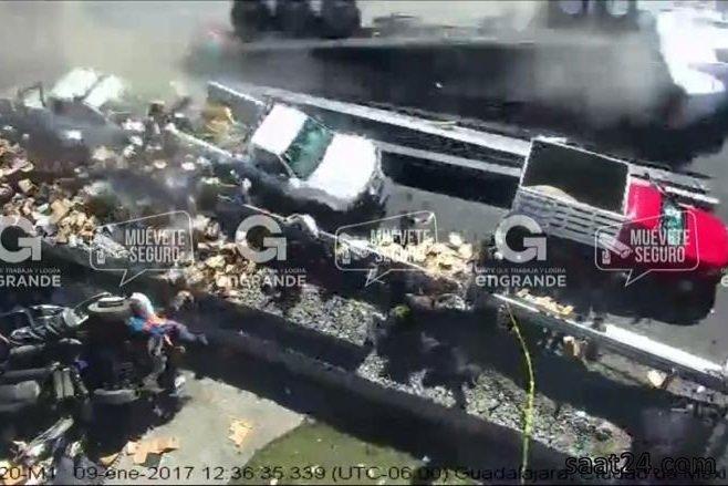 تصادف رانندگی وحشت ناک در مکزیک