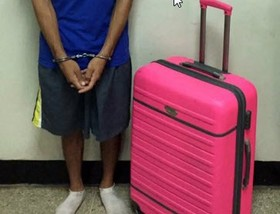 این دختر جوان نامزدش را در چمدان حبس کرد + تصاویر