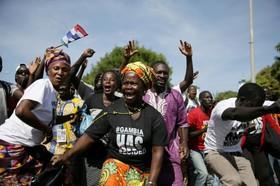 شادی مردم در بانجول پایتخت گامبیا از قدرت گرفتن رئیس جمهوری جدید