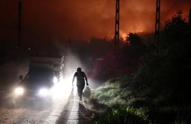 فرار ساکنان یک روستا در سانتا اولگا در شلی از آتش
