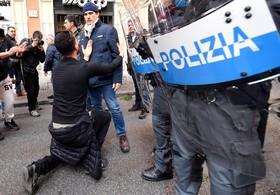 تظاهرات رانندگان تاکسی در رم ایتالیا علیه شبکه های انترنتی تاکسیرانی