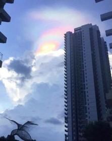 رخدادن یک پدیده عجیب رنگین کمانی در سنگاپور که در شبکه های اجتماعی توجه همه را جلب کرد