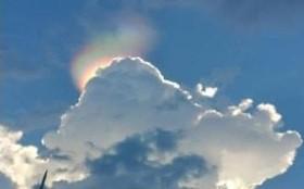 این پدیده نادر هنگام قرار گرفتن ابرها با زاویه ای مشخص با نور خورشید ایجاد می شود و دیدنی است