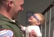 کودکی که تازه پدرش را دیده