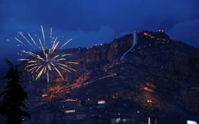 شهر اکرا در کردستان عراق و جشن نوروز و مشعل دارانی که در کوه رژه می روند