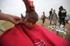 سلمانی در اردوگاه آوارگان حمام علی در موصل