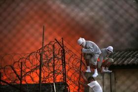 زندانیان در گواتمالا پس از شورش و گرگان گیری در زندان جونیل در حال فرار