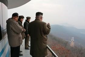 کیم جونگ اون رهبرکره شمالی در حال مشاهده آزمایش یک موتور موشک جدید
