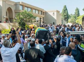 تشییع جنازه احمد کاترادا از همرزمان نلسون ماندلا در مبارزه علیه آپارتاید