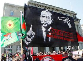 تظاهرات کردهای ساکن سوئیس علیه رجب طیب اردوغان و رفراندوم قانون اساسی برای افزایش اختیارات رئیس جمهور
