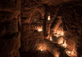 سفری ترسناک به درون شبکه غارهای 700 ساله مرموز