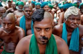 حرکت اعتراضی کشاورزان در تامیل نادو در هند برای دریافت کمک های دولتی به دلیل خشگسالی