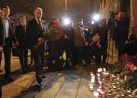 پوتین در مراسم یادبود کشته شدگان در حمله تروریستی سنتپترزبورگ
