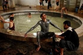 حمام آب گرم در حمام علی در جنوب موصل که جنگ با داعش ادامه دارد