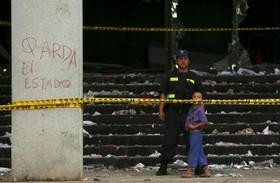 ساختمان آتش کنگره پاراگوئه پس از آتش سوزی ناشی از حمله مخالفان
