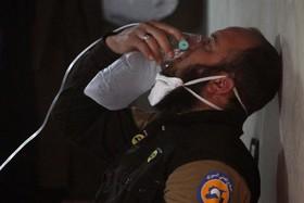 یک امداد گر صدمه دیده از حمله شیمیایی در سوریه