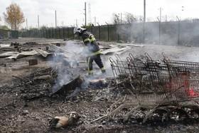 اردوگاه پناهندگان که در آتش سوخت و امداد گران در دانکرک فرانسه در حال ساماندهی آن هستند