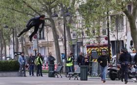 تام کروز در حال فیلم برداری فیلم سینمایی ماموریت غیرممکن شش در پاریس