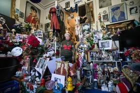 ماری روز تروگ در بروکسل مرکز بلژیک با کلسیونی از تصاویر وسایلی مربوط به الویس پریسلی خواننده پاپ آمریکایی که از سال 1977 جمع آوری کرده است